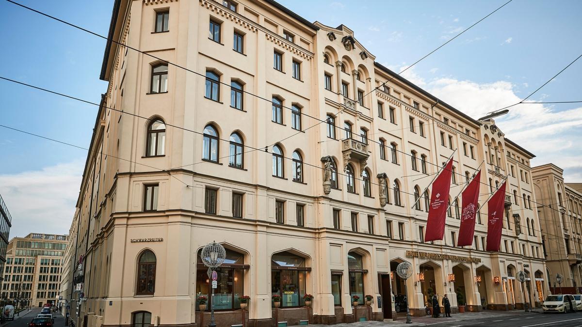 Außenansicht des Hotel Vier Jahreszeiten Kempinski München